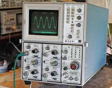 Ví dụ về một máy hiện sóng lưu trữ tương tự